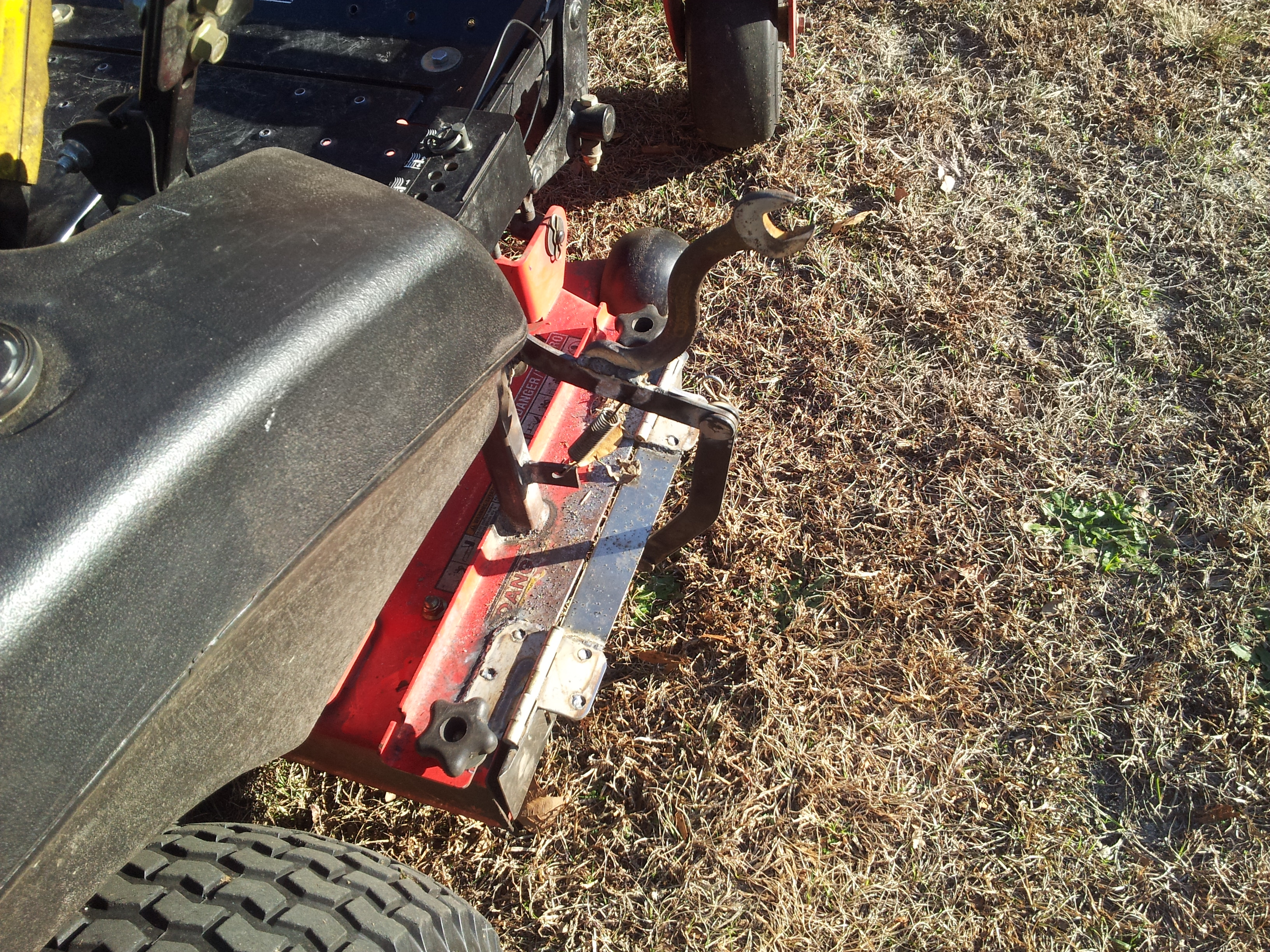 Frank's Lawn Care - Gravely 42 ZT XL, chute blocker creation